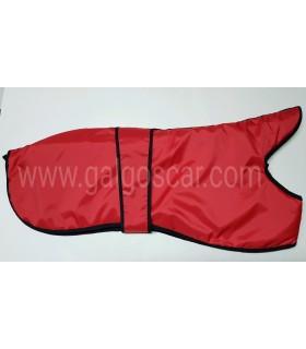 Manta abrigo para galgo, impermeable, rojo con rivetes negros. Talla L