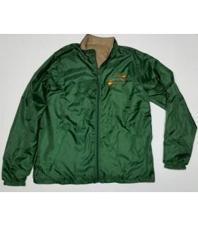 Chaqueta verde impermeable con forro polar interior, bordado logo galgo.