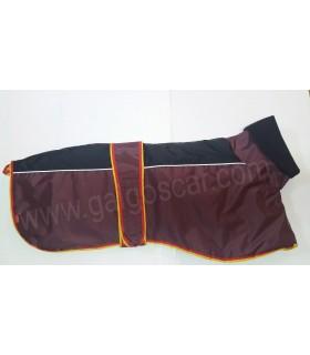 Manta abrigo para galgo cuello alto, impermeable, granate/negro con  ribetes españa. Talla L